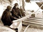 نساء يعملن بالنول والحياكة 1927 بئر السبع